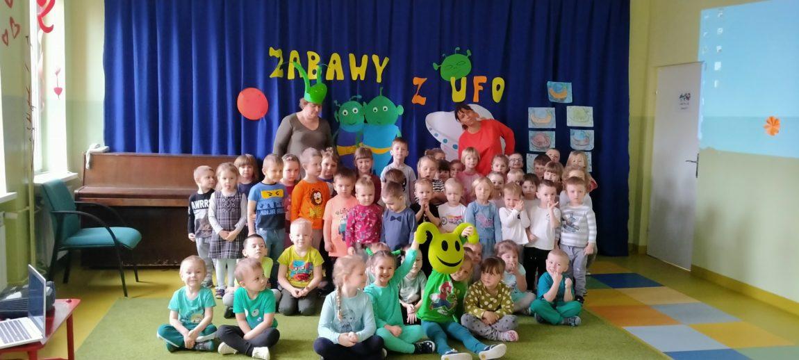 ZABAWY Z UFO W MALUCHACH